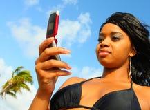 texting γυναίκα Στοκ φωτογραφία με δικαίωμα ελεύθερης χρήσης