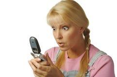 电池texting被迷恋的女孩 免版税库存照片