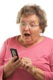 移动电话高级texting的妇女 库存照片