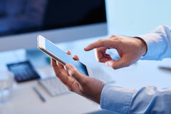 Texting biznesmen fotografia royalty free