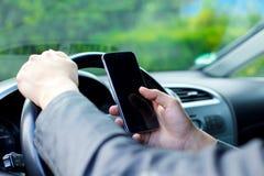 Texting & conduzir imagens de stock royalty free
