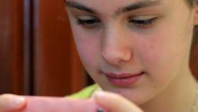 Texting da menina video estoque