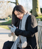 Texting dziewczyny wiadomość fotografia royalty free