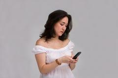 texting kvinna Fotografering för Bildbyråer