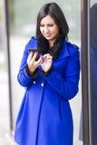 Texting novo da mulher de negócios Fotografia de Stock Royalty Free