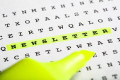 Textmarkierung auf Silbenrätsel - Newsletter Stockfotos