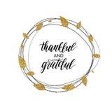 Texto agradecido y agradecido en la guirnalda del oro del otoño de hojas Fotos de archivo libres de regalías