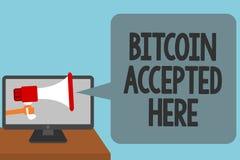 Texto Bitcoin de la escritura de la palabra aceptado aquí El concepto del negocio para usted puede comprar cosas con alarmar de C stock de ilustración