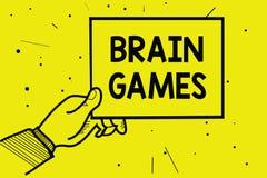 Texto Brain Games da escrita da palavra Conceito do negócio para que a tática psicológica manipule ou intimidem com holdin oponen imagens de stock royalty free