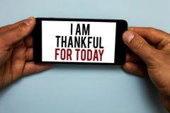 Texto da escrita da palavra eu sou grato para hoje Conceito do negócio para grato sobre a vida uma mais posse humana da mão da fi fotos de stock
