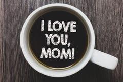 Texto da escrita da palavra eu te amo, mamã Conceito do negócio para o café preto da declaração morna emocional loving da afeição imagem de stock royalty free