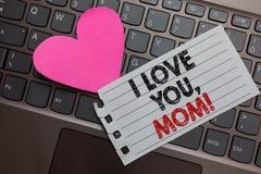 Texto da escrita da palavra eu te amo, mamã Conceito do negócio para o computador de cinza da declaração morna emocional loving d fotografia de stock