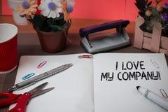 Texto da escrita da palavra mim Amor Meu Empresa Conceito do negócio para para dizer por que admirar seus trabalho e tesouras e e imagens de stock