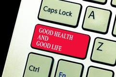 Texto da escrita que escreve a boa saúde e a boa vida O conceito que significa a saúde é um recurso para viver uma vida completa imagem de stock