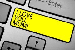 Texto da escrita que escreve eu te amo, mamã Conceito que significa o comput de cinza da declaração morna emocional loving da afe foto de stock royalty free