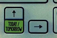 Texto da escrita que escreve hoje amanhã Significado do conceito o que estão acontecendo agora e o que o futuro trará fotografia de stock royalty free