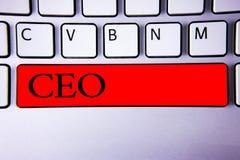 Texto da escrita que escreve o CEO Chave vermelha de Keyboard do controlador do presidente de Head Boss Chairperson do diretor ge fotografia de stock