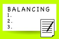 Texto da escrita que escreve o equilíbrio O significado do conceito pôs algo em uma posição constante de modo que não caísse folh fotografia de stock