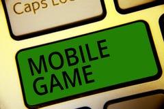 Texto da escrita que escreve o jogo móvel Significado do conceito são programas divertidos feitos para trabalhar no verde esperto ilustração stock