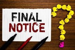 Texto da escrita que escreve a observação final O conceito que significam a declaração formal ou o aviso que a ação estará tomada fotografia de stock