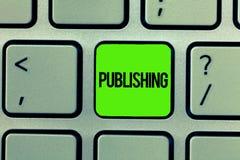 Texto da escrita que escreve a publicação O significado do conceito que prepara e que emite o livro gerencie o material escrito p imagens de stock