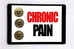 Texto da escrita que mostra a dor crônica Conceito do negócio para sentir o cuidado doente mau escrito na tela da tabuleta no fun foto de stock royalty free