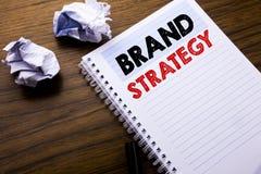 Texto da escrita que mostra a estratégia do tipo Conceito do negócio para o plano de mercado da ideia escrito no papel de nota do Fotografia de Stock