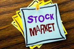 Texto da escrita que mostra o mercado de valores de ação Conceito do negócio para a troca de parte da equidade escrita no papel d fotos de stock royalty free