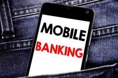 Texto da escrita que mostra a operação bancária móvel Conceito do negócio para o telefone celular móvel escrito e-banco dos Inter imagem de stock royalty free