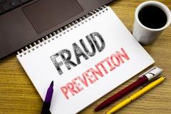 Texto da escrita que mostra a prevenção de fraude Conceito do negócio para a proteção do crime escrita no livro do caderno no fun fotografia de stock