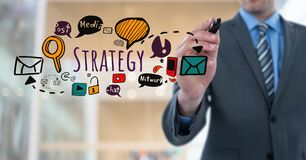 Texto da estratégia da escrita do homem de negócios com gráficos dos desenhos Imagem de Stock