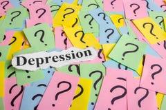 Texto da síndrome da depressão em notas pegajosas coloridas na perspectiva dos pontos de interrogação Imagem de Stock Royalty Free