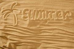 Texto das horas de verão na areia Conceito na praia do oceano Com palma Fotografia de Stock
