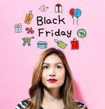 Texto de Black Friday con la mujer joven Foto de archivo