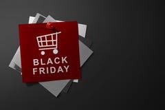 Texto de Black Friday en el papel rojo Fotos de archivo libres de regalías