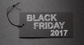 Texto de Black Friday 2017 en una etiqueta negra Imagen de archivo