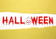 Texto de Halloween en el papel marrón Imagenes de archivo