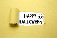 Texto de Halloween en el papel marrón Foto de archivo