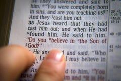¿Texto de la biblia usted cree en el hijo de dios? Foto de archivo