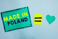 Texto de la escritura hecho en Polonia El concepto que significa el producto o algo de A que se fabrican en papel de la turquesa  fotografía de archivo libre de regalías