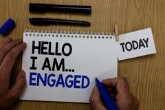 Texto de la escritura de la palabra hola soy enganchado Concepto del negocio para él dio el anillo que vamos a conseguir fusionad fotografía de archivo libre de regalías