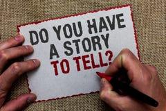 Texto de la escritura de la palabra usted tiene una historia para decir la pregunta Concepto del negocio para las experiencias de imagen de archivo