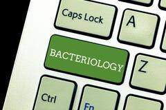 Texto de la escritura que escribe la bacteriología Rama del significado del concepto de la microbiología que se ocupa de las bact stock de ilustración