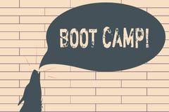 Texto de la escritura que escribe Boot Camp Campo de entrenamiento militar del significado del concepto para la aptitud dura de l imagen de archivo
