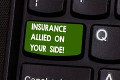 Texto de la escritura que escribe el seguro aliado en su lado Concepto que significa la ayuda de la seguridad en caso de urgencia foto de archivo libre de regalías