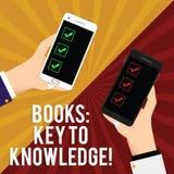 Texto de la escritura que escribe los libros dominantes al conocimiento Concepto que significa la lectura para conocer el nuevo a imágenes de archivo libres de regalías