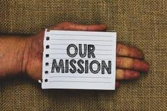 Texto de la escritura que escribe nuestra misión Las tareas o el horario del significado del concepto que necesitamos los hiciero fotografía de archivo libre de regalías