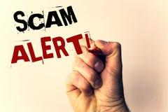 Texto de la escritura que escribe a Scam llamada de motivación alerta Advertencia de la seguridad del significado del concepto pa Foto de archivo