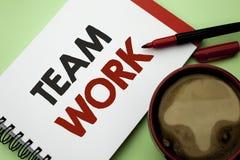 Texto de la escritura que escribe a Team Work Colaboración de la unidad del logro del trabajo de grupo de la cooperación del sign imagen de archivo
