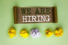 Texto de la escritura que estamos empleando Talento del significado del concepto que caza el reclutamiento de Job Position Wanted fotos de archivo libres de regalías